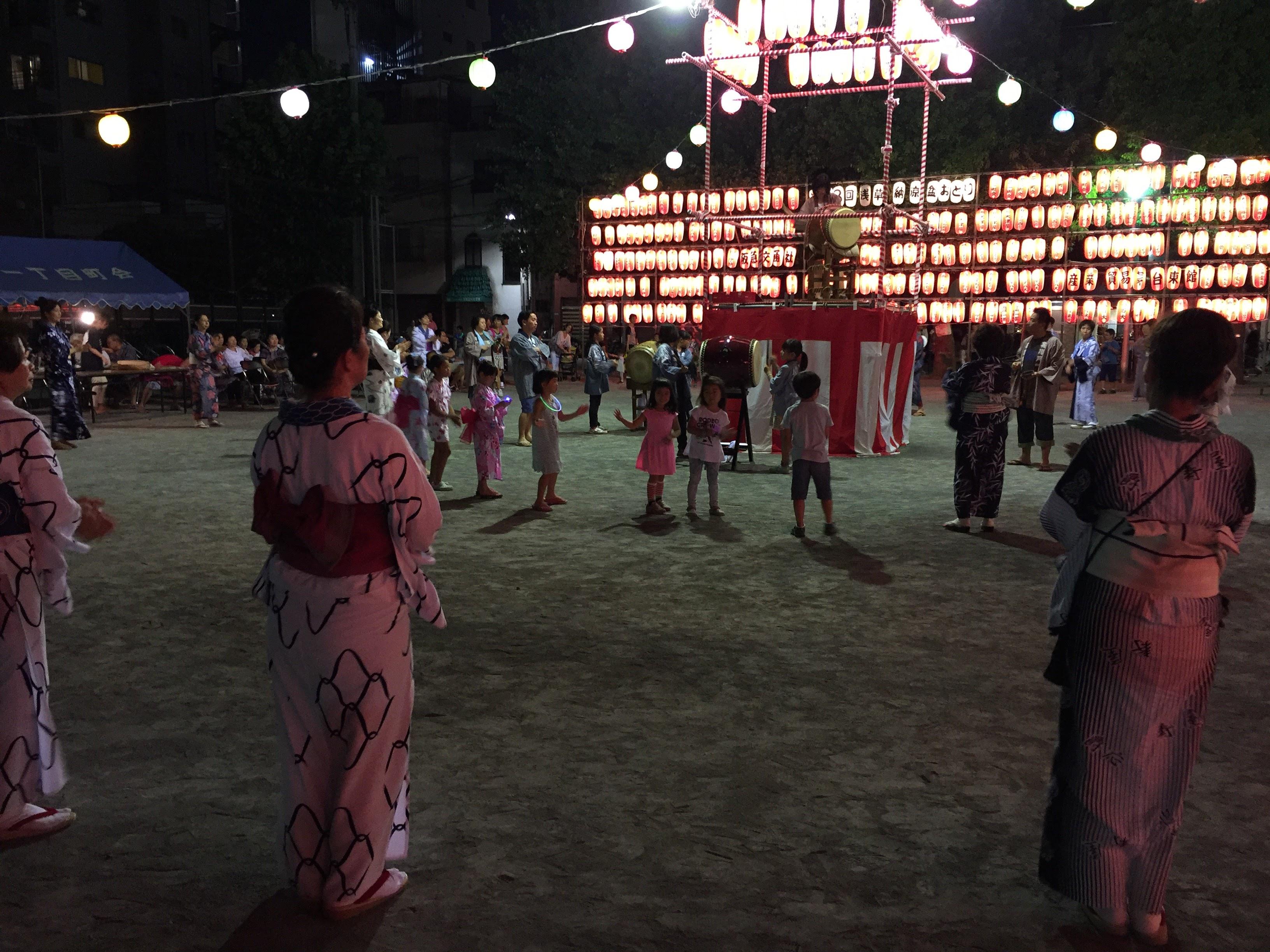 Spectacle de quartier à Asakusa, Tokyo