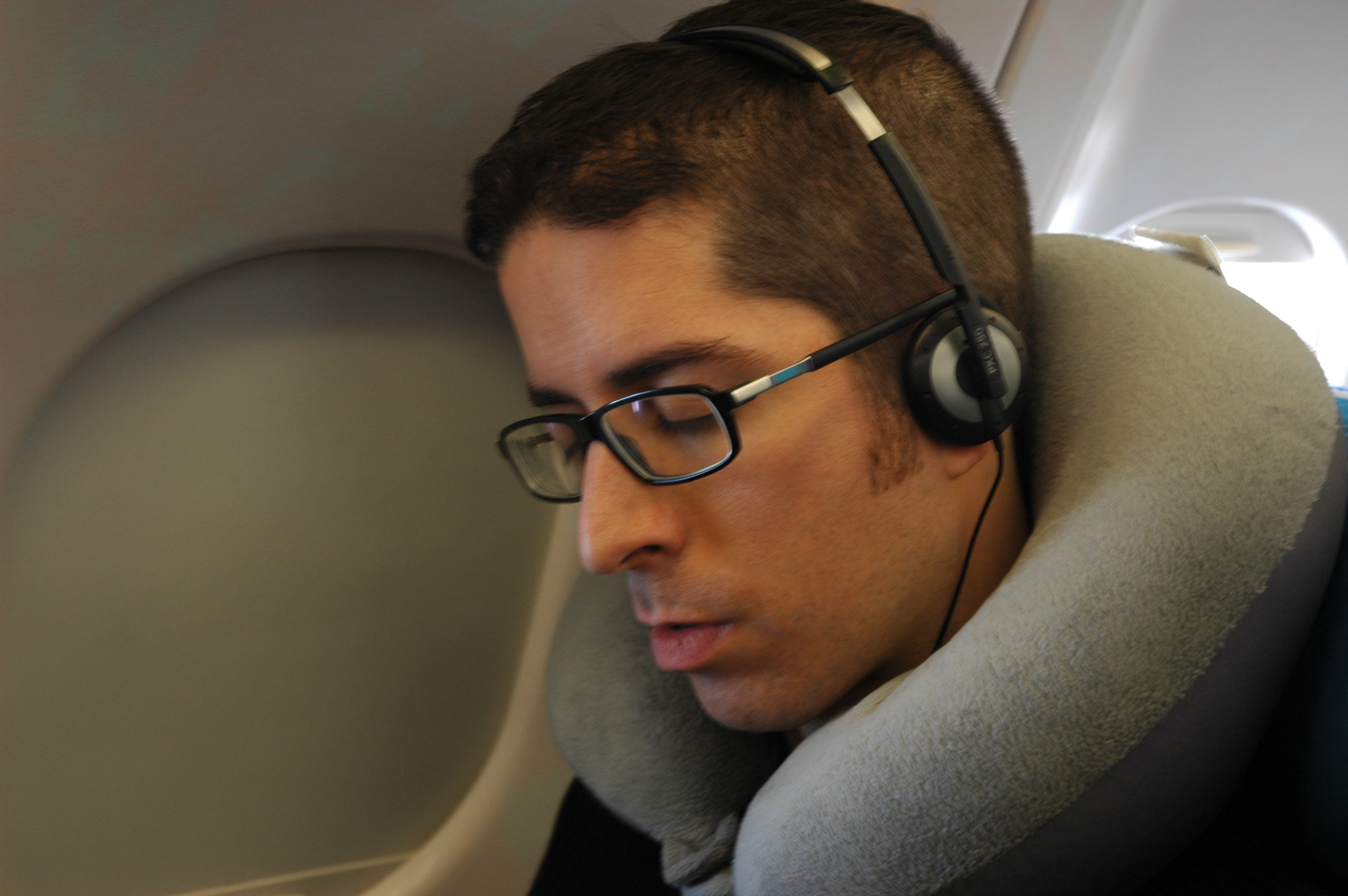 Rafa dort dans l'avion