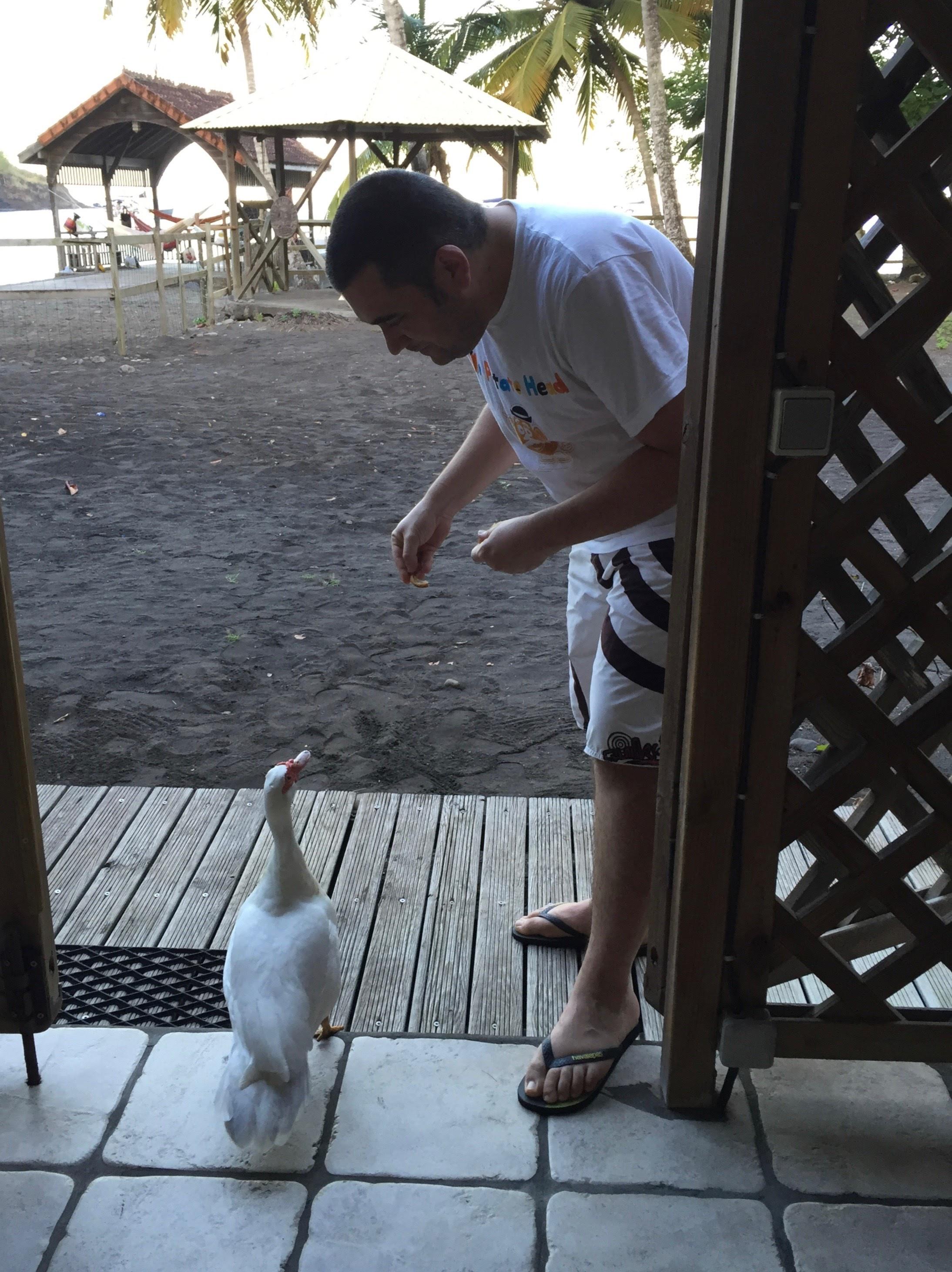 Cyrille fait connaissance avec Albert